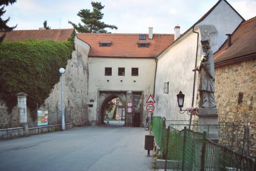 Novohradská brána - byla vybudována Štěpánkem Netolickým v letech 1525 - 1527