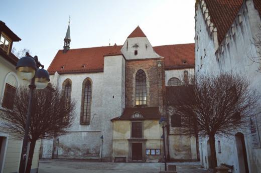 Klášter Dominikánů patří mezi nejstarší gotické památky ve městě. V roce 1265 ho založil Přemysl Otakar II.