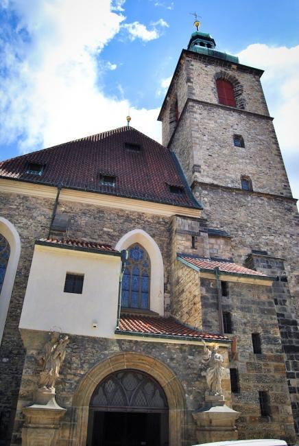 Kostel sv. Jindřicha a Kunhuty