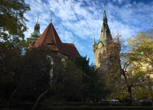 Jindřišská věž a kostel sv. Jindřicha a Kunhuty