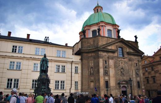 Křižovnické náměstí a okolní kostely