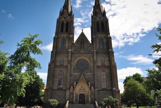 Kostel sv. Ludmily na náměstí Míru