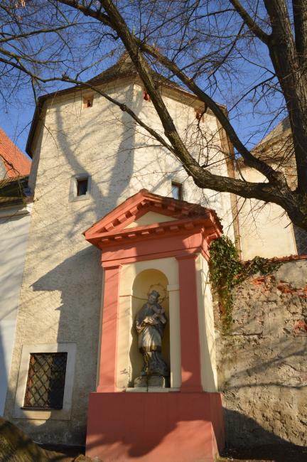 Výklenková kaplička sv. Jana Nepomuckého