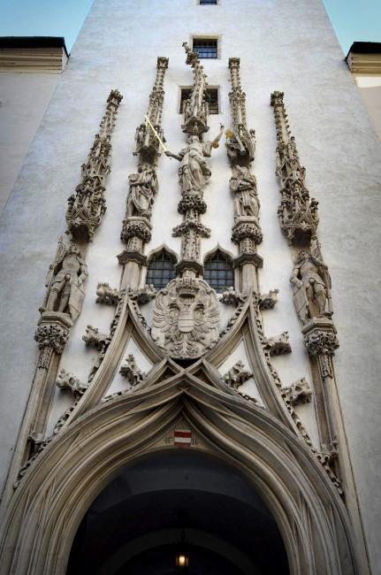 Hlavní portál Staré radnice (A. Pilgram, 1510 - 1511)
