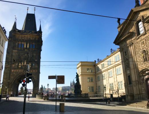 Křižovnické náměstí se Staroměstskou mosteckou věží
