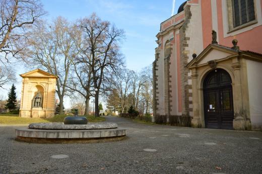 Klášter augustiniánů kanovníků, kostel a park Na Karlově