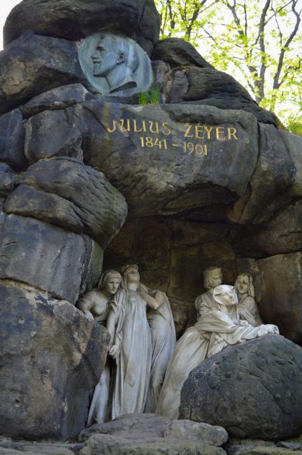 Pomník spisovatele Julia Zeyera