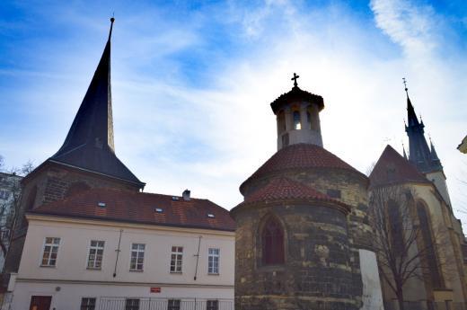 Rotunda, zvonice a park Na Rybníčku