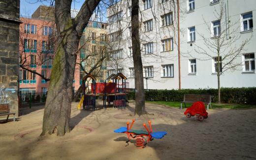 Park s dětským hřištěm Na Rybníčku