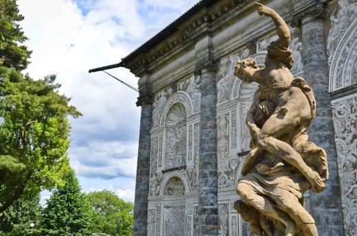 Alegorie noci – barokní socha z dílny Matyáše Bernarda Brauna umístěna před Míčovnou