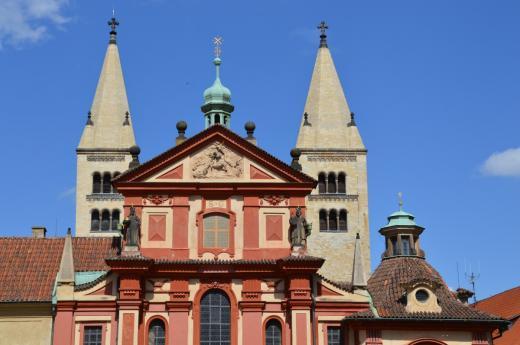 Bazilika sv. Jiří - barokní průčelí