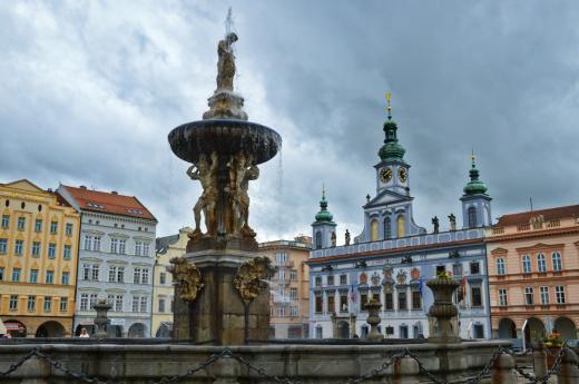 Českobudějovická radnice stojí na jihozápadním rohu náměstí Přemysla Otakara II.