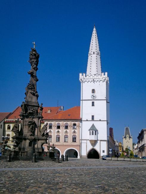 Kadaňská radnice a radniční bílá věž