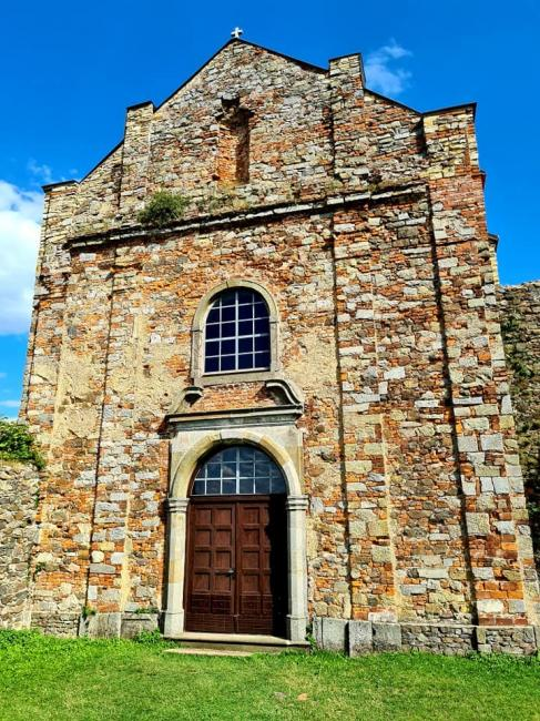 Kaple svatého Jana Nepomuckého stojící na místě původního potštejnského hradního paláce