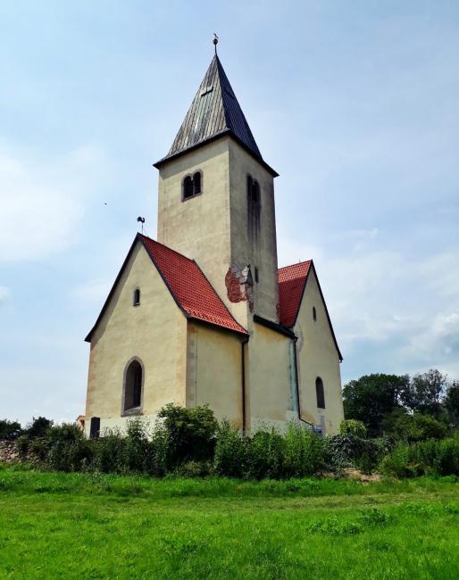 Kostel sv. Jakuba a Filipa na Chvojně u Konopiště