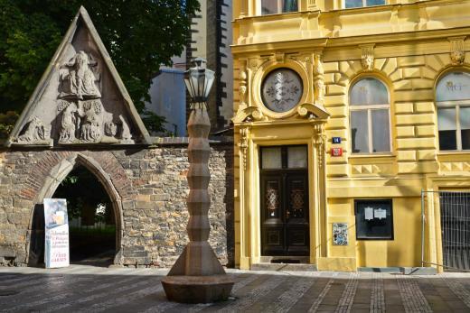 Kubistická lampa od Emila Králíčka