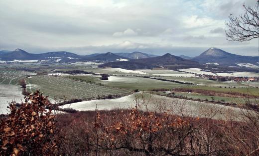Hora a rozhledna Milešovka