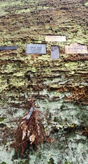 Malý horolezecký hřbitov v Modlivém dole