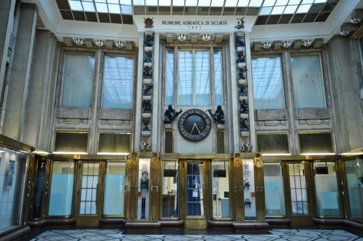 Pasáž Adria - Pražská centrála italské pojišťovny Riunione Adriatica di Sicurtà, jež dala paláci své jméno