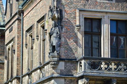 Socha sv. Václava od Ludvíka Šimka na nároží budovy Nového proboštství