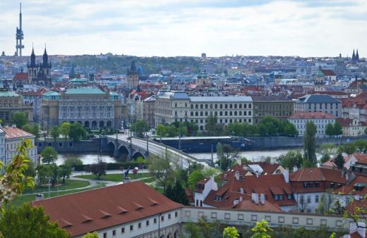 Staré zámecké schody  a pohled na Prahu