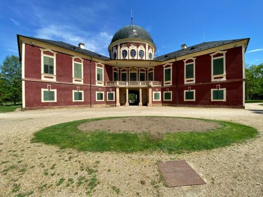 Zámek a zámecký park Veltrusy
