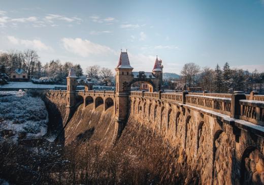 Vodní nádrž a přehrada Les Království