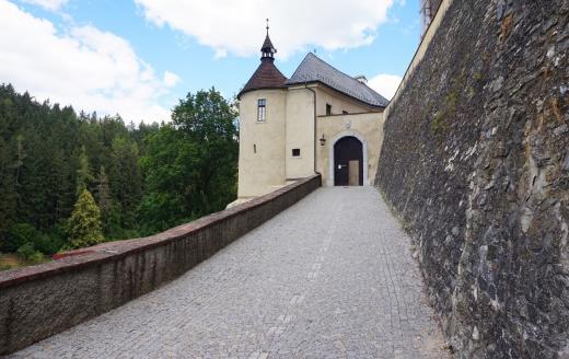 Vstup do hradu Český Šternberk