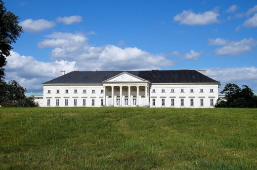 Zámek a zámecký park Kačina