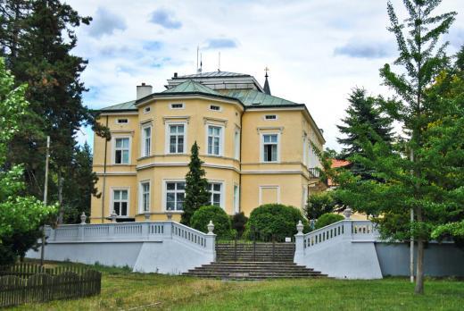 Zámek a park Dolní Počernice