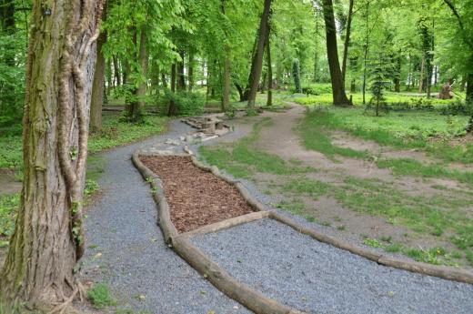 Hmatová stezka v zámeckém parku Měšice