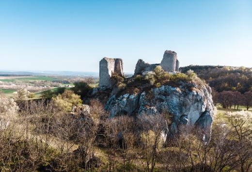 Zřícenina hradu Sirotčí hrádek